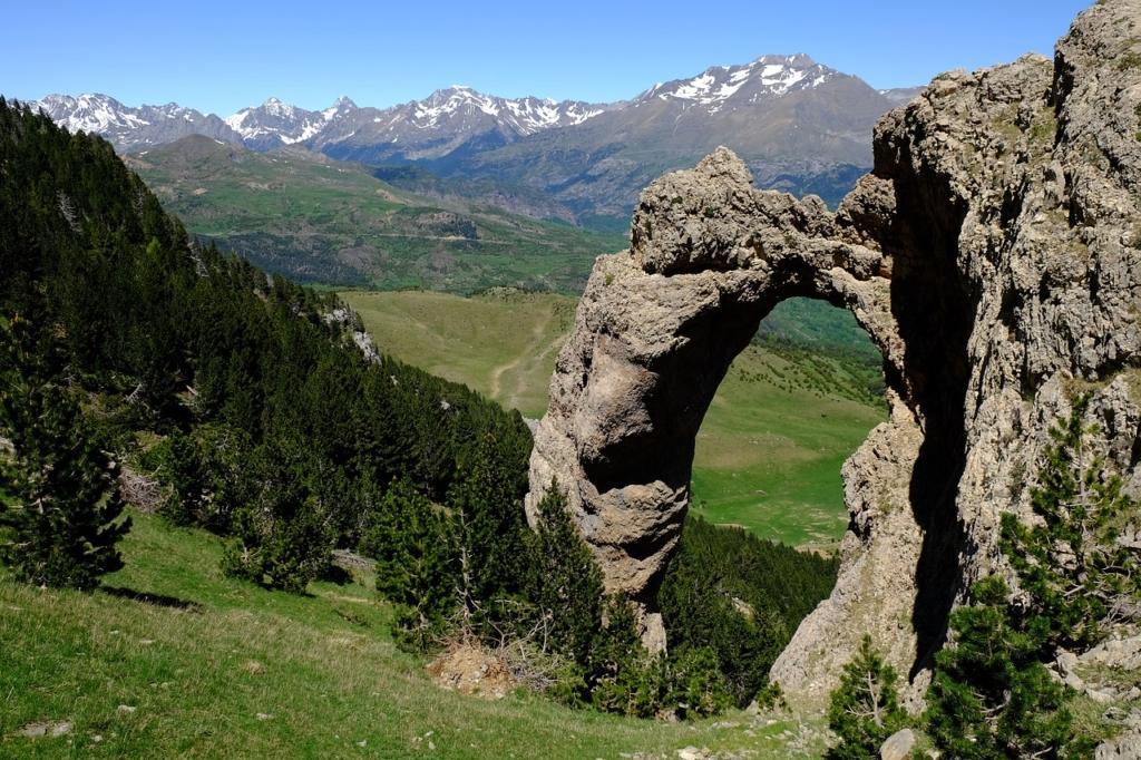 pyrenees-1763737_1280