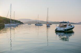 Ontdek de azuurblauwe baaien van Ibiza per boot